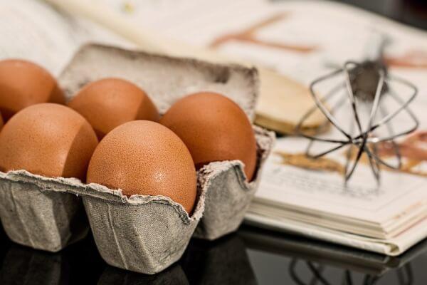 Purpose of eggs in baking